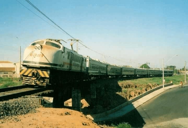 Década de 90 Expansão ferroviária