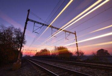 transporte ferroviário de cargas - trilhos