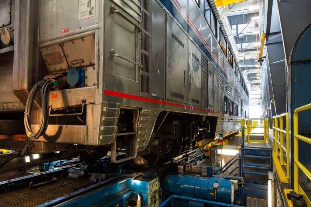 trem em manutenção